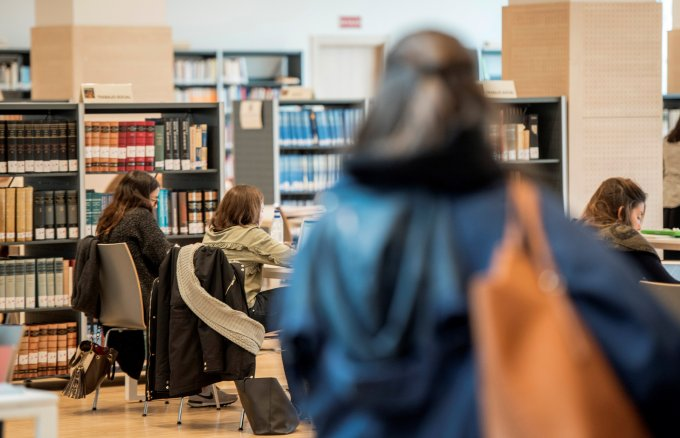 12 scholarships for university students with disabilities
