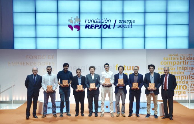 Antonio Brufau, president of Repsol and Fundación Repsol and Ignacio Egea, vice president of Fundación Repsol with new entrepreneurs supported by the Fundación Repsol