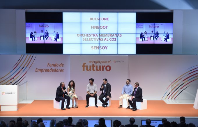 Entrepreneurs explaining their projects during the event of the seventh call of the Fundación Repsol´s  Entrepreneurs Fund.
