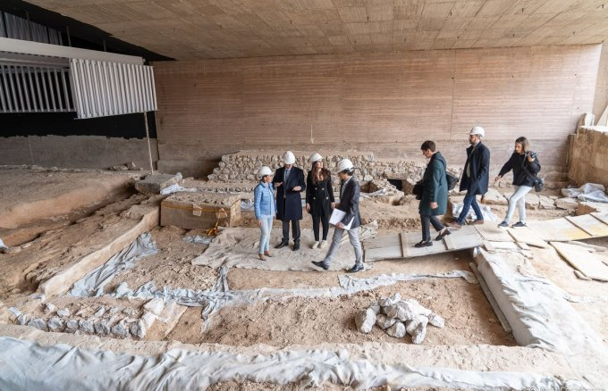 Town Hall and Fundación Repsol representatives visit the Cartagena Roman Forum