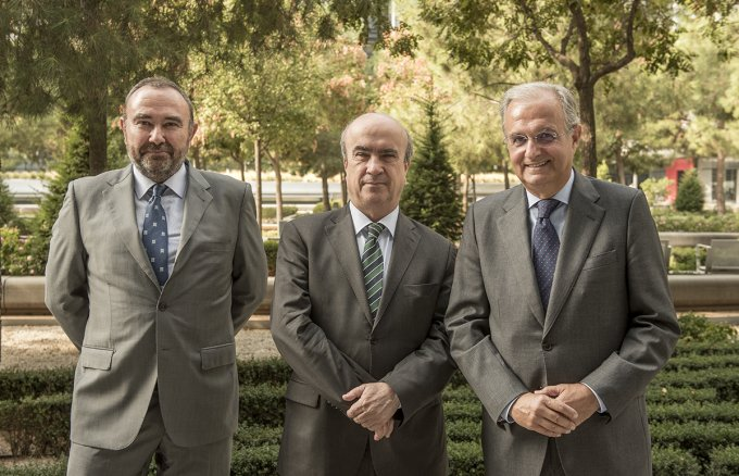 Fernando Ruiz, Director of Sustainability at Repsol; Mariano Jabonero, Secretary General of the OEI  and Ignacio Egea, Vice President of Fundación Repsol during the signature of the agreement