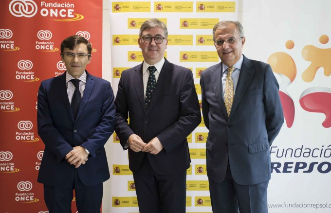 Alberto Durán, executive vice-chairman of Fundación ONCE; Marcial Marín Hellín, secretary of state for Education, Professional Training, and Universities of the Ministry of Education, Culture, and Sport; and Ignacio Egea, vice-chairman of Fundación Repsol, during the presentation of the data on the Inclusive Campus programme